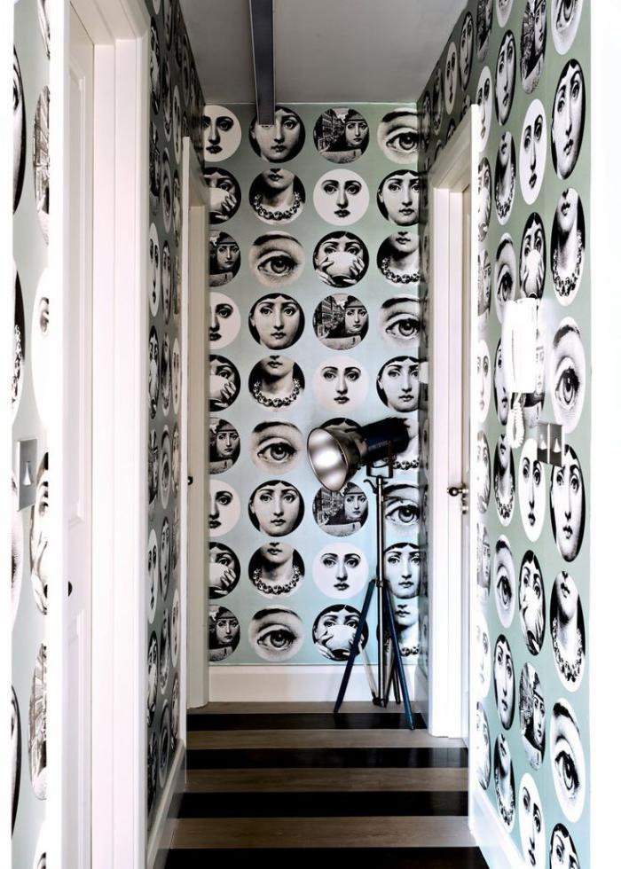 papier-peint-de-couloir-motif-visages-féminines