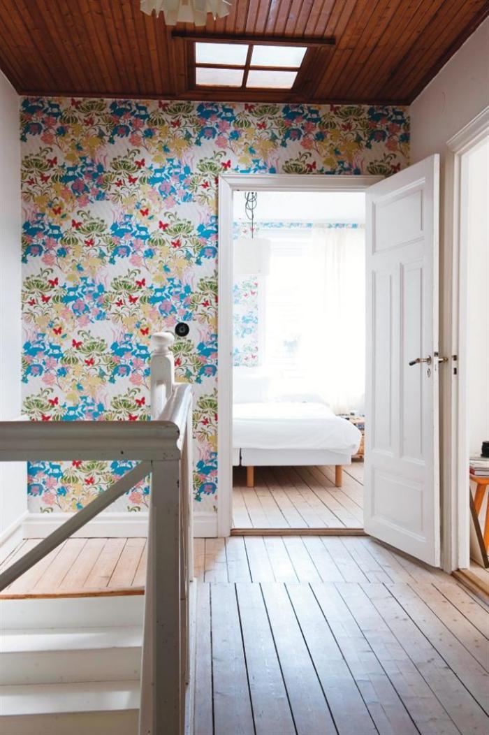 papier-peint-de-couloir-motifs-floraux-pour-un-couloir-original
