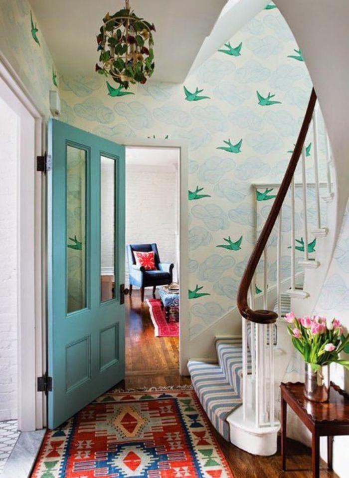 papier-peint-de-couloir-original-et-tapis-aztèque-bariolé