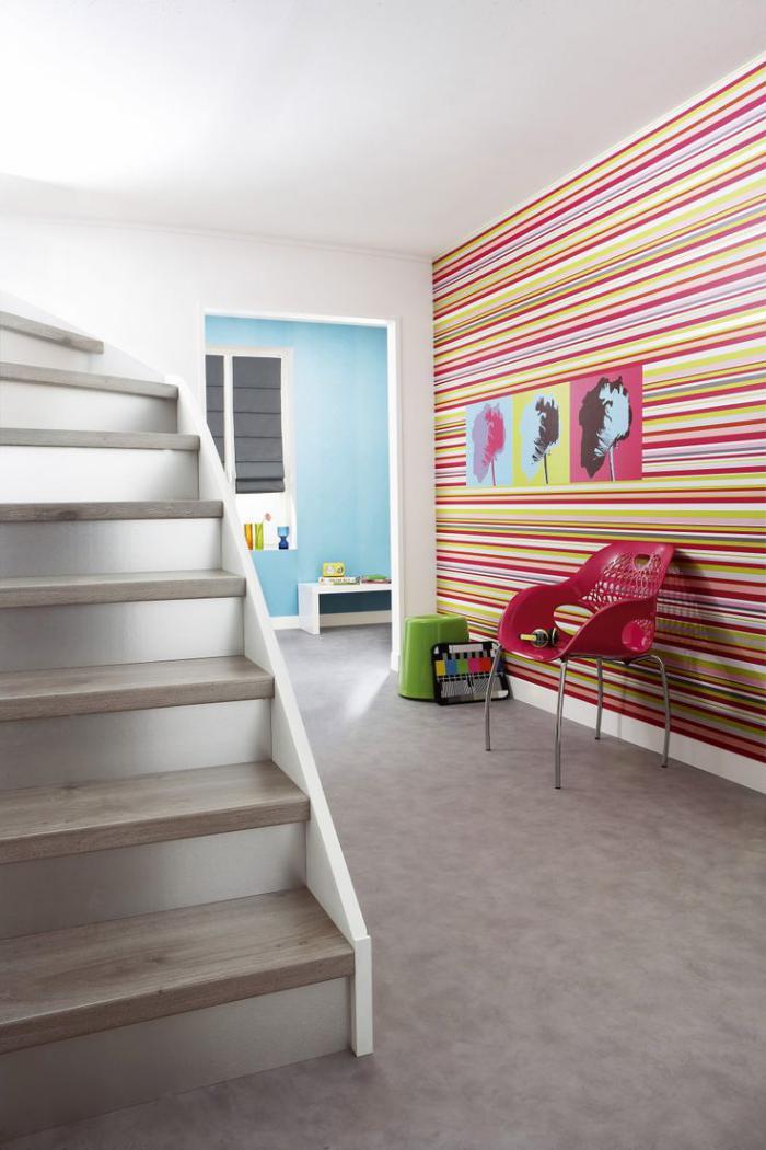 papier-peint-de-couloir-original-rayures-colorées