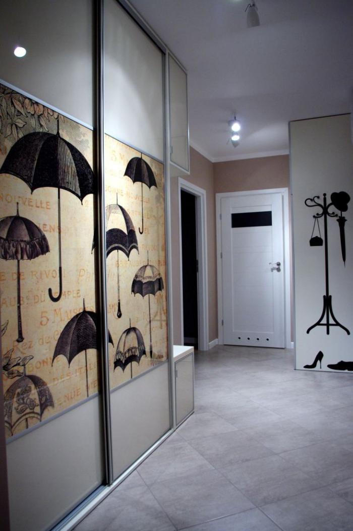 papier-peint-de-couloir-parapluies-tapisserie-murale-originale