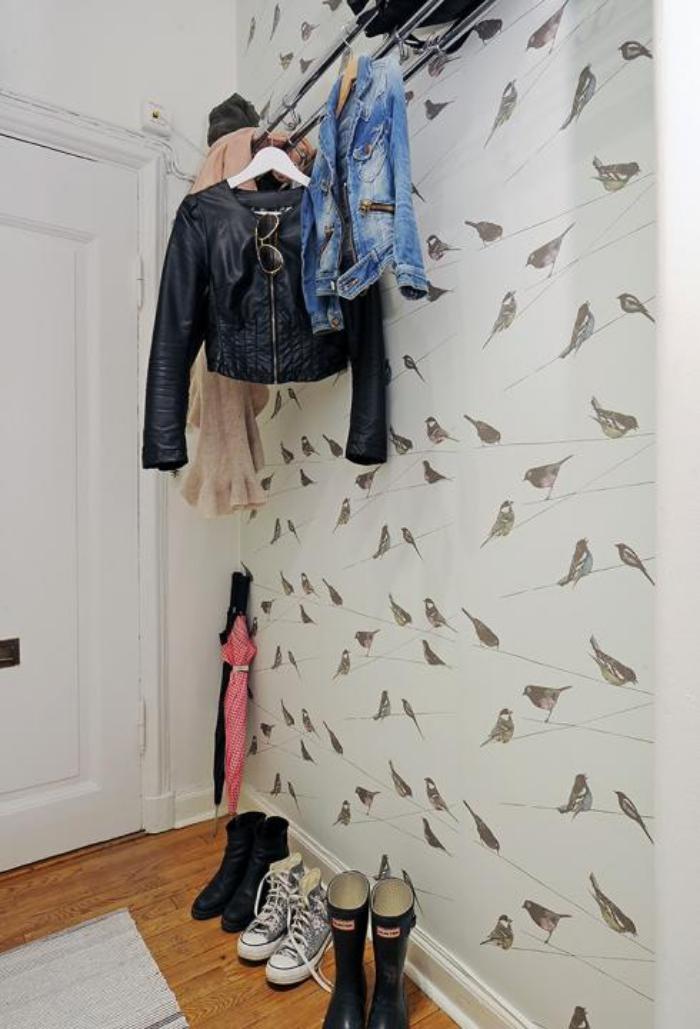 papier-peint-de-couloir-petits-oiseaux-sur-un-fond-blanc