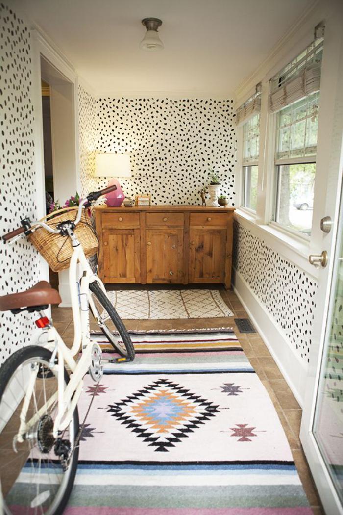 papier-peint-de-couloir-print-animal-et-tapis-ethnique
