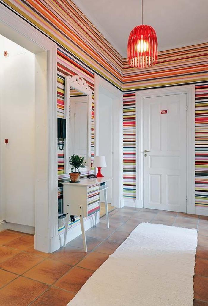 papier-peint-de-couloir-tappisserie-murale-à-rayures