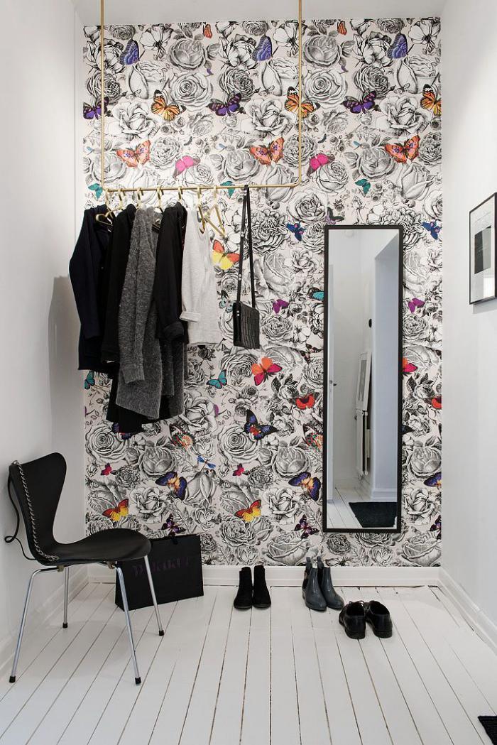 papier-peint-de-couloir-unique-fleurs-et-papillons