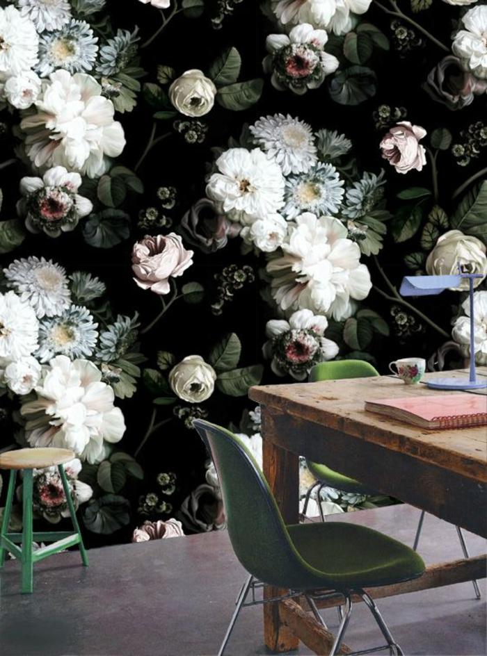 papier-peint-fleuri-pour-la-salle-de-séjour-avec-une-table-en-bois-massif-sol-gris