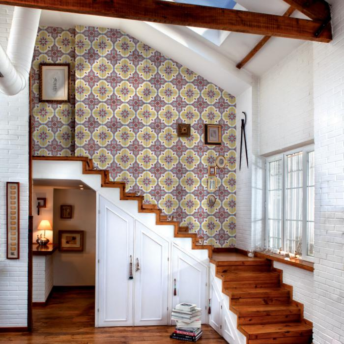 Le motif carreaux de ciment dans l 39 int rieur for Papier peint entree escalier