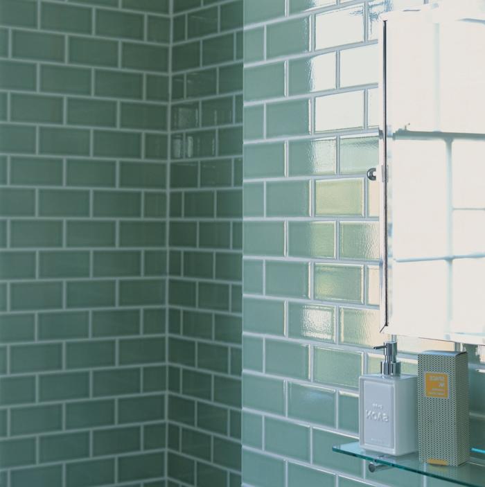 peinture-pour-carrelage-salle-de-bain-idée-originale-bleu-carrelage