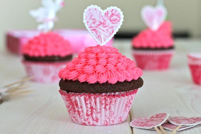 petit-gateau-cupcake-recette-déco-gateau-cupcake-chocolat-glacage-pour-cupcake-coeur