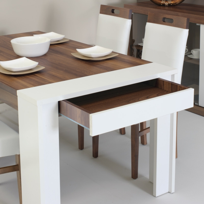 petite-table-pliante-cuisine-salle-à-manger-chaises-belles-stylée-bois-et-blanc-extensible-table