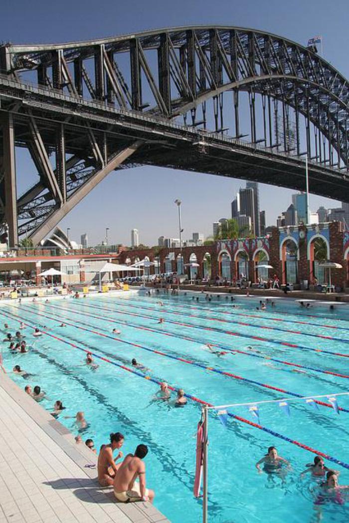 piscine-olympique-en-Australie-au-dessus-du-pont