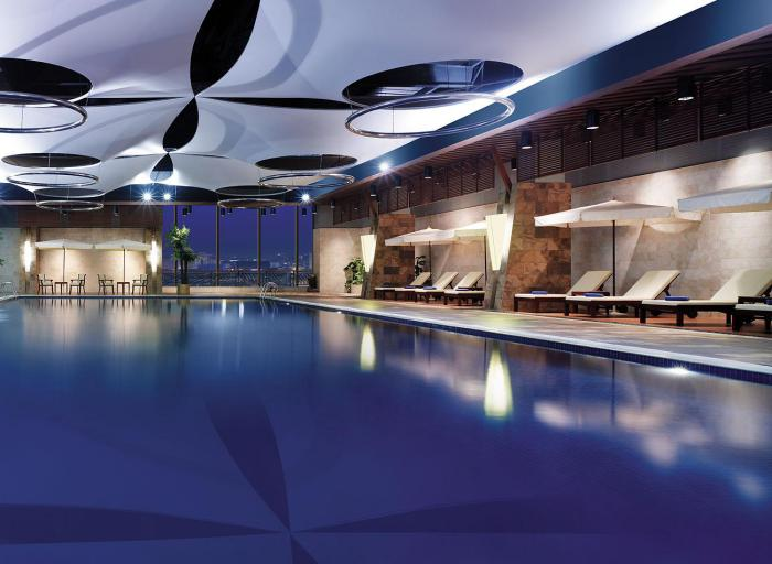 piscine-olympique-grande-piscine-intérieure-faire-du-sport-dans-un-hôtel