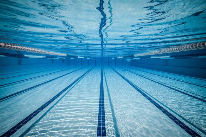 piscine-olympique-vue-sous-l'eau-d'une-grande-piscine