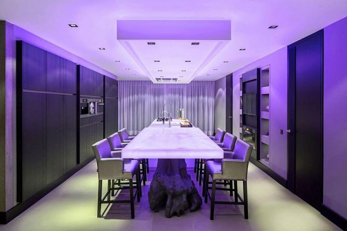 plafond-lumineux-cuisine-plus-salle-de-déjeuner-illuminée