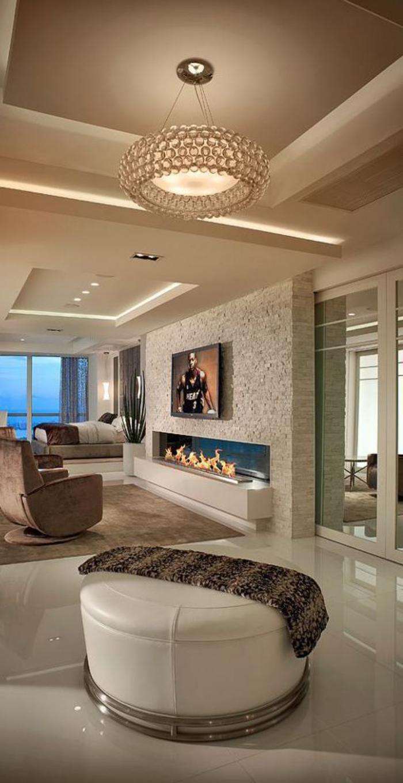 plafond-lumineux-en-beige-et-plafonnier-magnifique-une-cheminée-ouverte