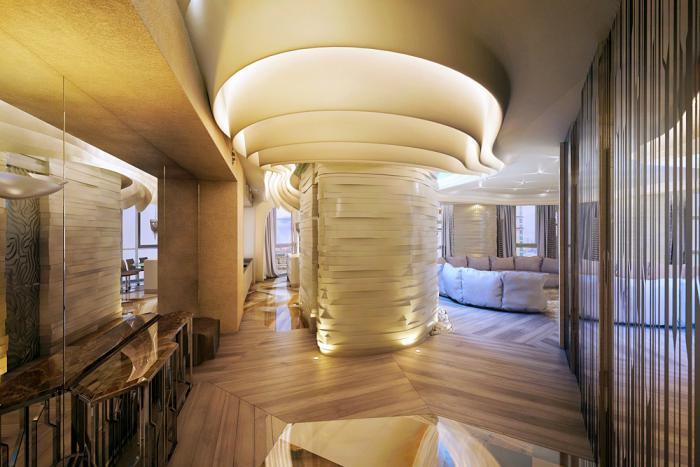 plafond-lumineux-entrée-d'hôtel-glamoureux-original