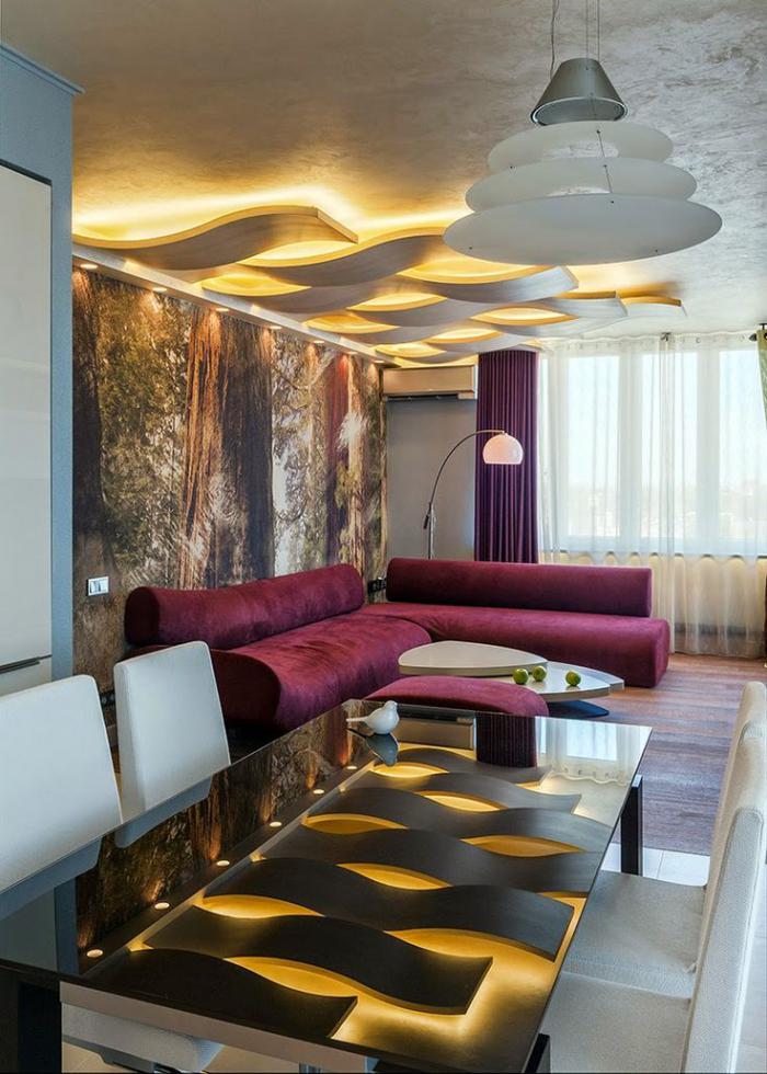 plafond-lumineux-ondulant-sofas-moelleux-et-grande-table-rectangulaire