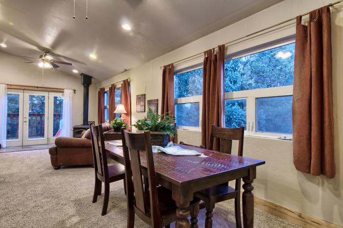 plafond-lumineux-salle-de-déjeuner-moderne-plafond-tendu
