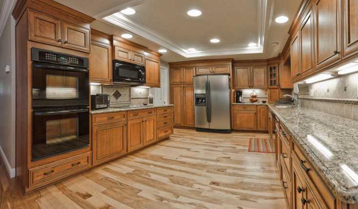 plafond-lumineux-spots-de-plafond-cuisine-moderne-magnifique