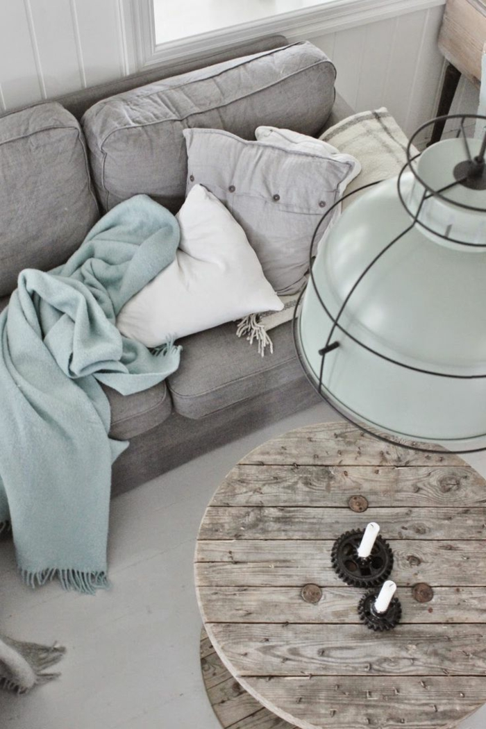 plaid-pour-canapé-bleu-clair-et-gris-pale-comment-decorer-le-canape-choisir-le-meilleur-jeté-de-canapé-pas-cher