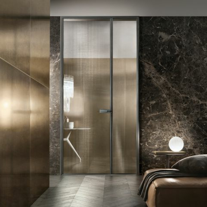 portes-à-galandage-chambre-à-coucher-murs-gris-avec-sol-en-parquet-gris-jolie-chambre-à-coucher