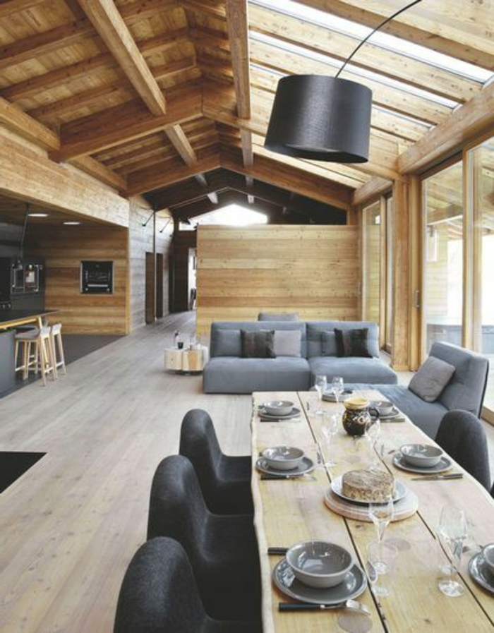 poutre-en-bois-poutre-chene-dans-la-salle-de-séjour-avec-meubles-en-bois-massif