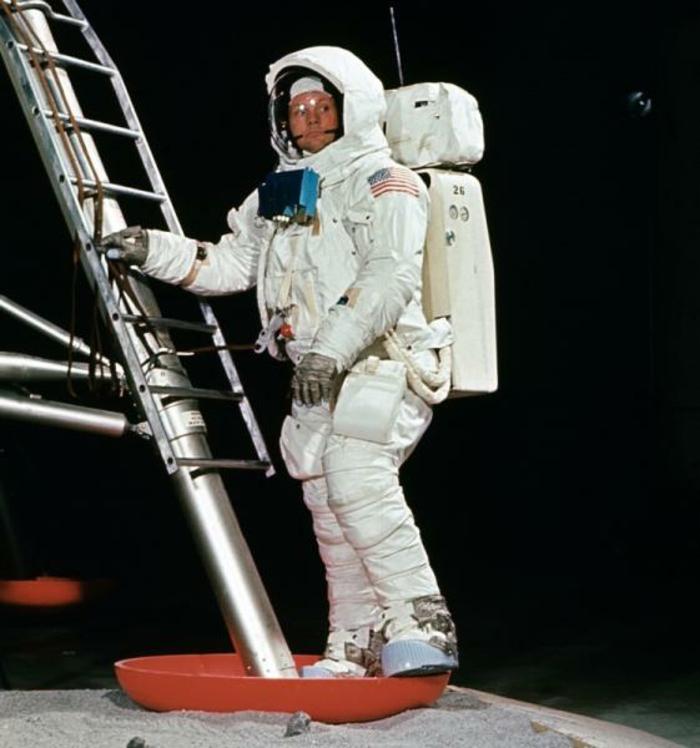 premiers-pas-sur-la-lune-Transit-vers-la-Lune-et-atterrissage-escalier