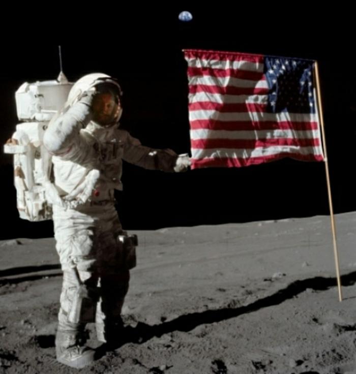 premiers-pas-sur-la-lune-Transit-vers-la-Lune-et-atterrissage-flag