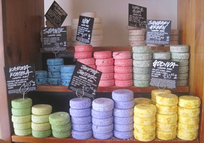 produits-lush-arômate-savon-et-shampoo-rangement-shampoing
