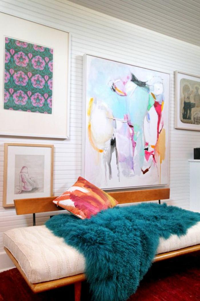 quel-jeté-de-canapé-pas-cher-choisir-pour-le-canapé-dans-le-salon-avec-mur-en-planchers-blancs