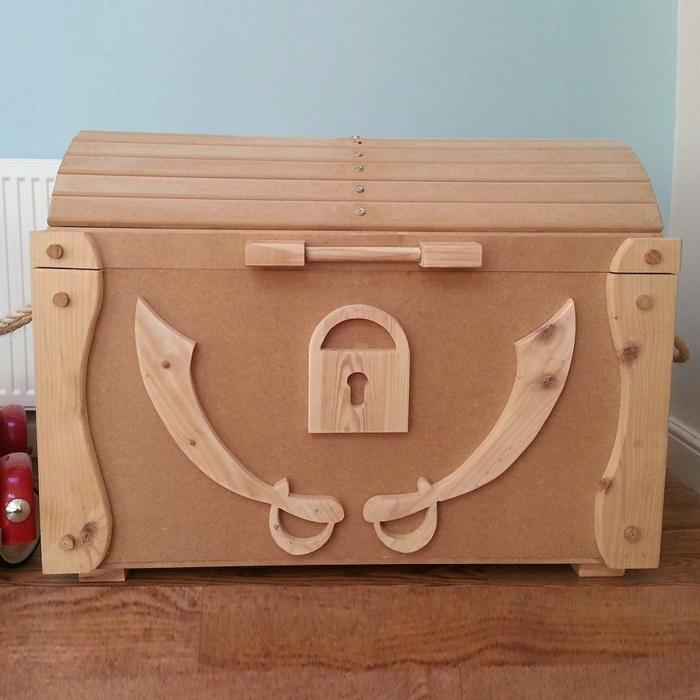 Le coffre jouets id es d coration chambre enfant - Chambre enfant pirate ...
