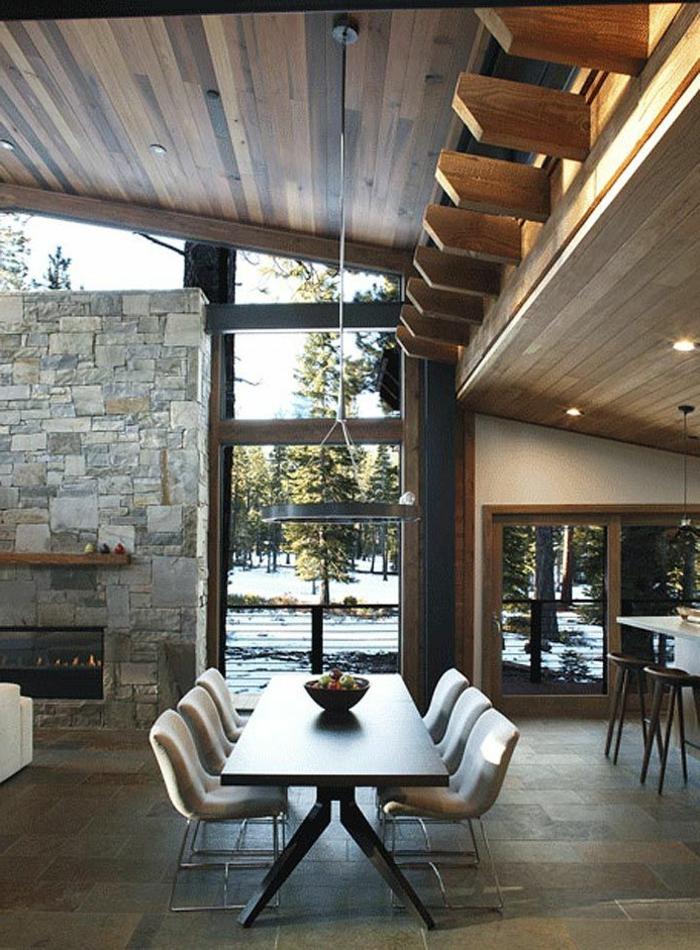 salle-a-manger-complete-pas-cher-dans-la-maison-d-esprit-loft-avec-mur-en-pierre-et-cheminée-d-intérieur