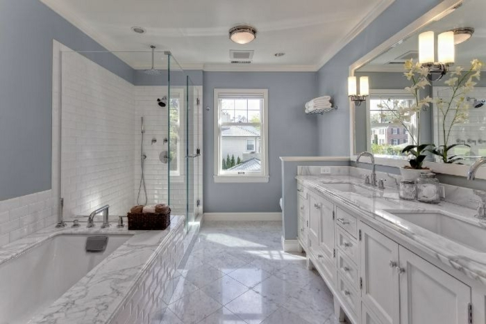 salle-de-bain-aménagée-meuble-double-vasque-luxueuse