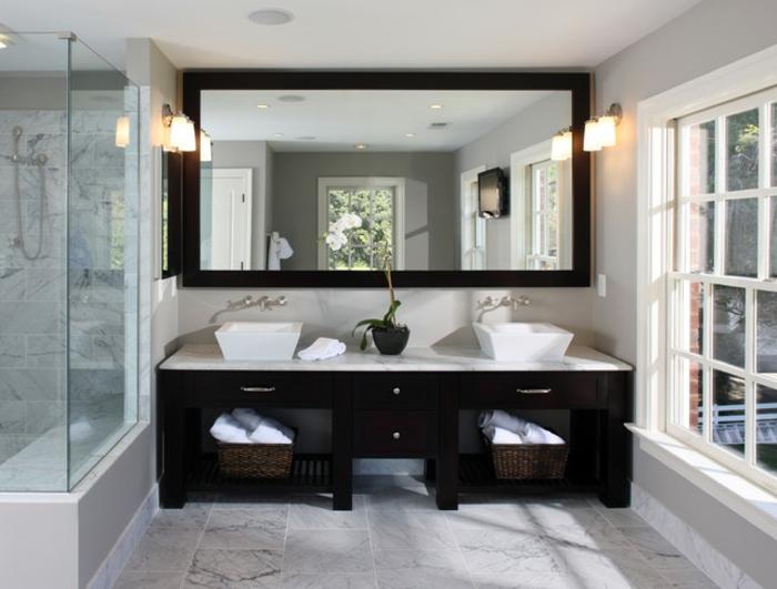 salle-de-bain-aménagée-meuble-double-vasque-noir-meuble-en-bois