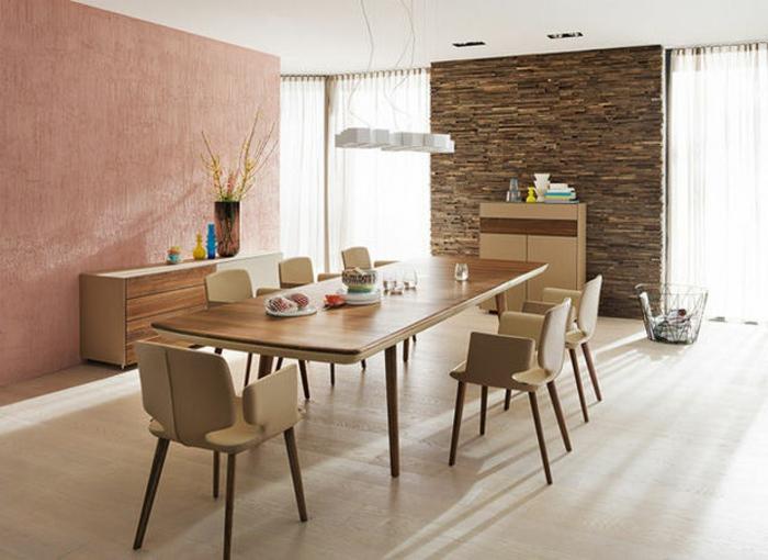 salon-bien-aménagé-salle-de-séjour-revetement-mural-bois-salle-à-manger-chaises-table