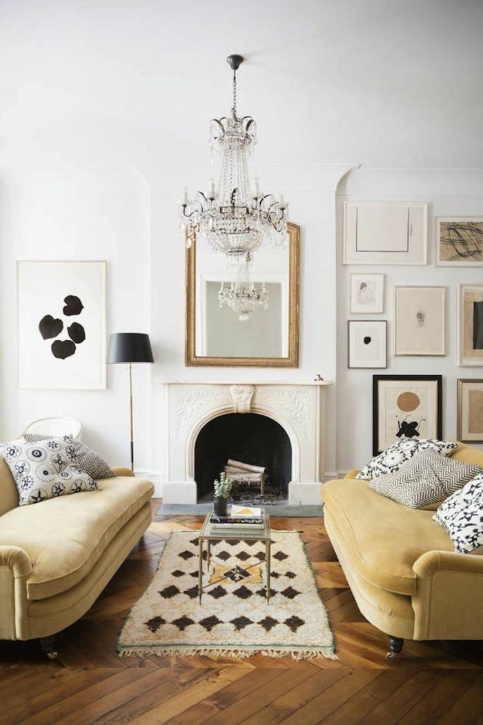 salon-de-style-marocain-avec-canapé-beige-et-tapis-beige-table-basse-de-salon-cheminé