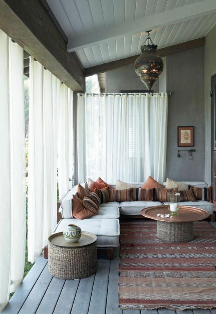 salon-marocain-moderne-aménagement-beau-et-simple-à-thème-marocain