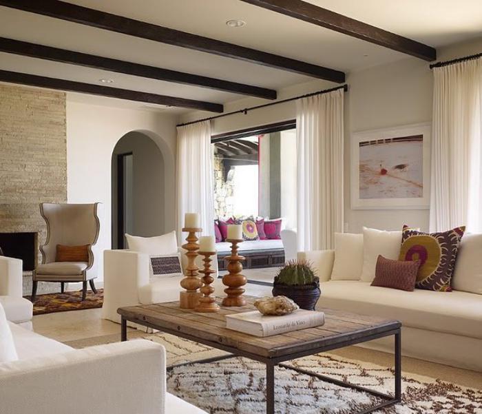 salon-marocain-moderne-belle-salle-de-séjour-avec-détails-marocains