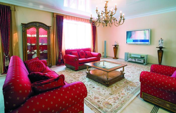 salon-marocain-moderne-sofas-rouges-style-marocain-salle-de-séjour-magnifique