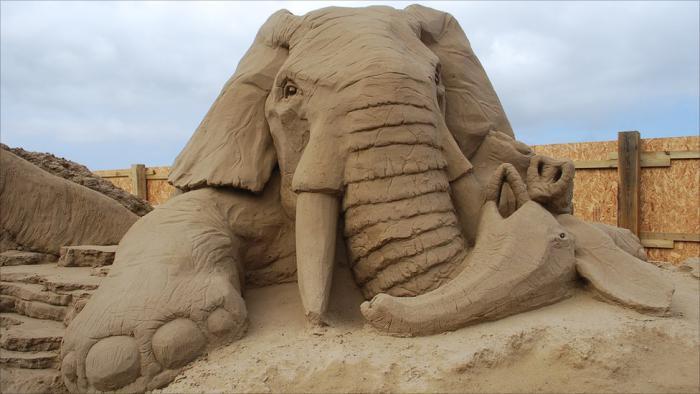sculpture-de-sable-éléphnant-géant