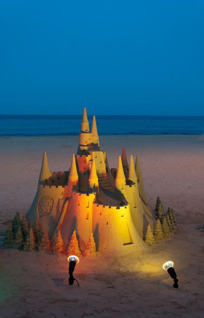 sculpture-de-sable-château-illuminé