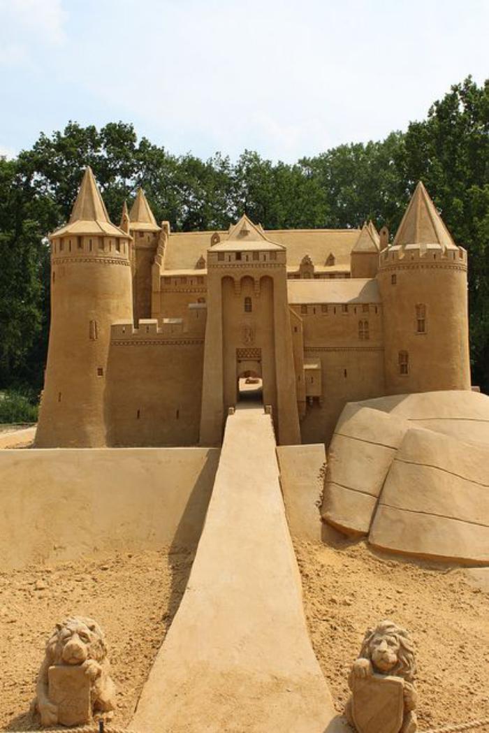 sculpture-de-sable-entrer-dans-le-palais-en-sable