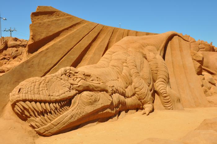 sculpture-de-sable-l'ère-des-dinosaures-sculpture