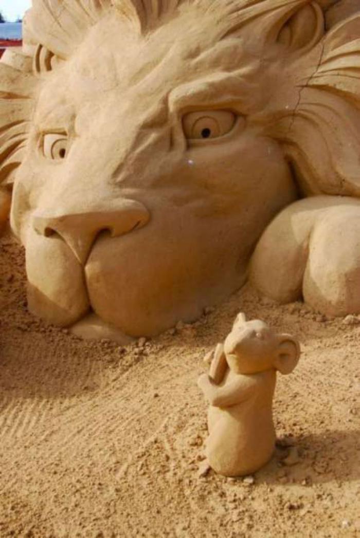 sculpture-de-sable-le-lion-et-le-souris