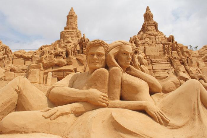 sculpture-de-sable-le-prince-et-la-princesse-en-sable