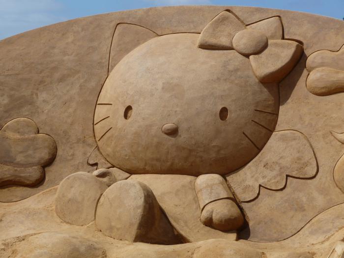 sculpture-de-sable-hello-kitty