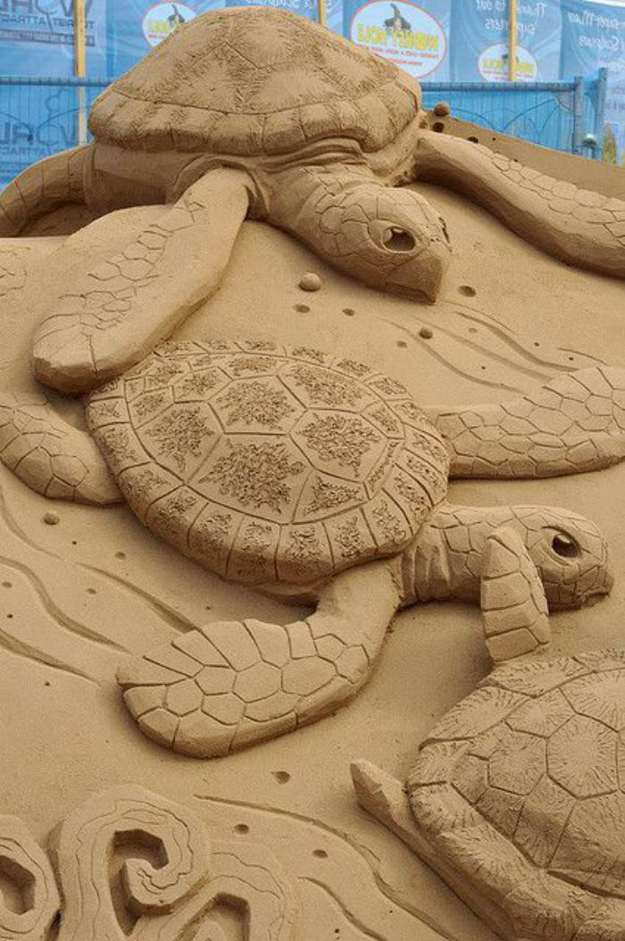sculpture-de-sable-tortues-marines-sur-sable