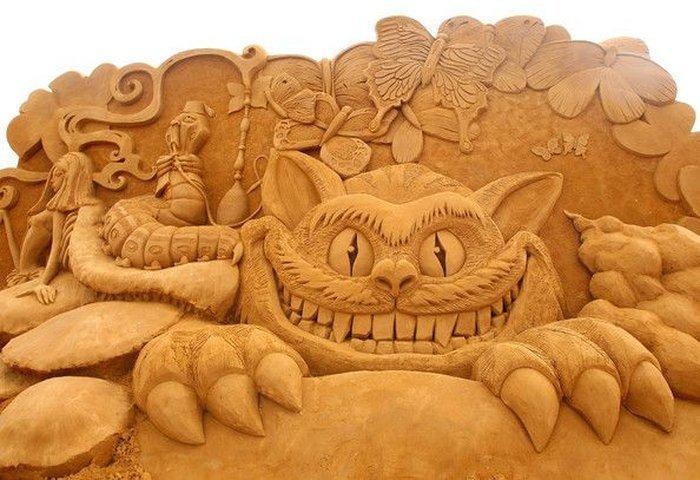 sculpture-de-sable-une-bête-monstrueuse