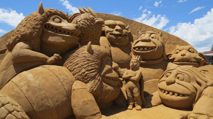 sculpture-de-sable-une-réunion-bizarre