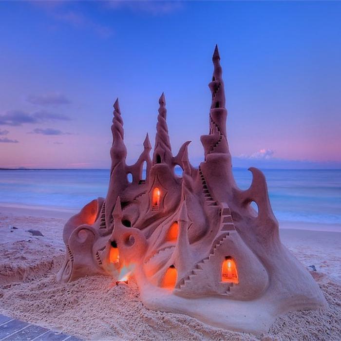 sculpture-de-sable-unique-château-illuminé